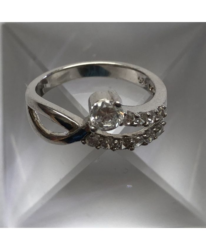 Кольцо с цирконом из серебра