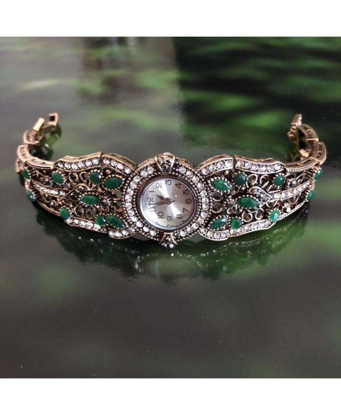 Часы кварцевые с зелеными камнями под бронзу длина 19 см